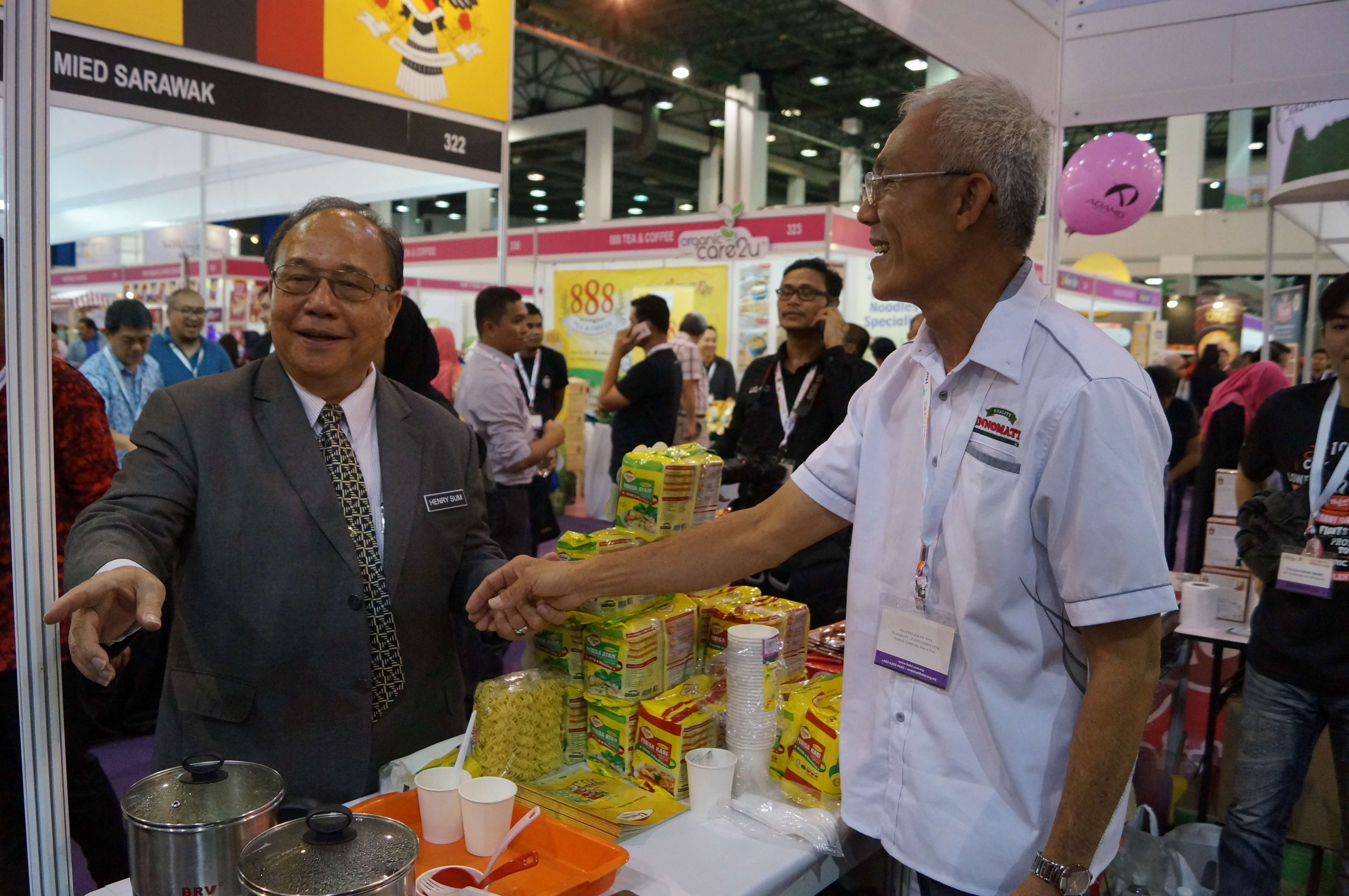 12-Dato' Henry Sum Agong